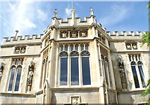 TQ1572 : Looking up at Strawberry Hill House from the grounds by Robert Lamb