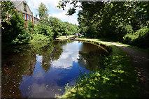 SE0511 : Huddersfield Narrow Canal by Ian S