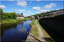 SE1115 : Huddersfield Narrow Canal towards lock #10E by Ian S