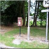 SK1533 : Elizabeth II postbox, Oaks Green by JThomas