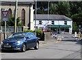 SO2701 : ILDIWCH/GIVE WAY 50 yards/50 llath, Hanbury Road, Pontnewynydd by Jaggery