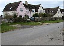SO8700 : Pink-fronted house, Tetbury Street, Minchinhampton by Jaggery