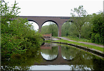 SO8275 : Viaduct crossing the canal near Kidderminster, Worcestershire by Roger  Kidd