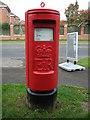 SJ6957 : Elizabeth II postbox on Parkers Road by JThomas