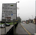 SO5012 : Bilingual directions sign facing Cinderhill Street, Monmouth by Jaggery