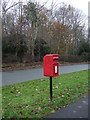 SJ5657 : Elizabeth II postbox on School Lane, Bunbury by JThomas
