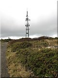 J3630 : Transmitter mast on the summit of Drinnahilly by Eric Jones
