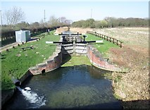 SE7845 : Coat's  Lock  on  the  Pocklington  Canal by Martin Dawes