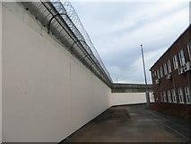 SU7273 : The Outer Walls by Bill Nicholls