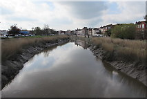 ST3037 : Downstream along the Parrett, Bridgwater by Jaggery