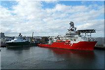 NJ9505 : Seven Kestrel and Havila Jupiter in Aberdeen Harbour by Mike Pennington