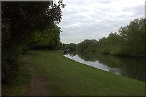 TQ0866 : Thames path near Manor Park looking eastward by Robert Eva