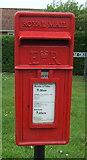 TG0400 : Close up, Elizabeth II postbox, Coldham Green, Deopham by JThomas