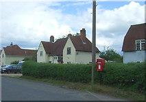 TL8647 : Elizabeth II postbox on High Street, Long Melford by JThomas