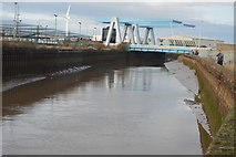 TA1031 : Stoneferry Bridge by N Chadwick