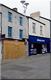SS9079 : Boarded-up former Stead & Simpson shoe shop in Bridgend town centre by Jaggery