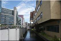 TQ2681 : View along a small inlet next to the Paddington Basin by Robert Lamb