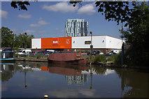 TL0506 : B & Q store and tower block at Hemel Hempstead by Robert Eva