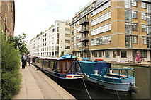TQ3283 : Regent's Canal by Richard Croft