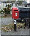 SW5637 : Elizabeth II postbox on Hayle Terrace by JThomas