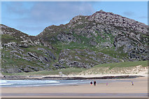 NR4098 : Carnan Eoin across the sand of Kiloran Bay by Julian Paren
