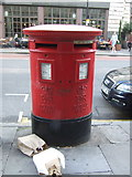 TQ3282 : Double aperture Elizabeth II postbox on City Road, London EC1 by JThomas