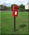 TL4675 : Elizabeth II postbox on Duck Lane, Haddenham by JThomas
