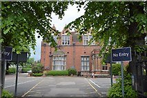 TL0450 : Bedford Sixth Form College by N Chadwick