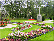 NH7500 : Gardens with war memorial in Kingussie by Trevor Littlewood