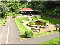 NT9953 : Sunken garden and shelter in Coronation Park by Oliver Dixon