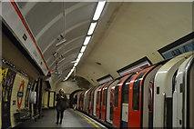 TQ2580 : Central Line, Queensway Underground Station by N Chadwick