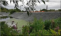SK5702 : Dry weir along the River Soar/Grand Union Canal by Mat Fascione