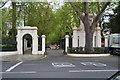 TQ2580 : Gates, Kensington Gardens by N Chadwick