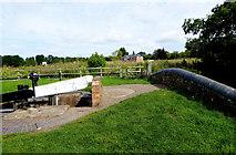 SO8690 : Canal bridge at Hinksford Lock, Staffordshire by Roger  Kidd