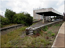SO8555 : Disused bay platforms on the west side of Worcester Shrub Hill Station by Jaggery