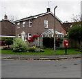 SU1868 : Queen Elizabeth II postbox, River Park, Marlborough by Jaggery