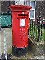 TF6219 : Elizabeth II postbox on London Road, King's Lynn  by JThomas