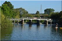 SP4408 : Eynsham Weir by N Chadwick