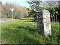 NS3213 : Guide stone at Hoggs Corner, Minishant by Humphrey Bolton