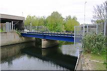 TQ3784 : Overground bridge across River Lea (or Lee) by David Kemp