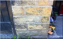 SE1537 : Benchmark on #84 Carr Lane by Roger Templeman