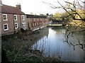 SE9352 : The  Star  Inn  and  village  pond by Martin Dawes