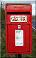 TA2145 : Close up, Elizabeth II postbox on the B1242, Rolston by JThomas