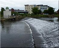 SK3536 : Weir on the River Derwent in Derby by Mat Fascione