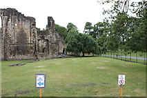 SE2536 : Ruins of Kirkstall Abbey, southern part by Schlosser67