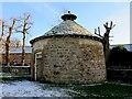 SU0970 : Dovecote by Avebury Manor by Steve Daniels