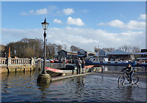 TQ1673 : High Tide at Twickenham by Des Blenkinsopp