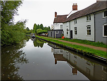 SO8171 : Canalside housing and pub near Stourport, Worcestershire by Roger  Kidd