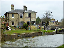 SU0061 : House by top lock, Devizes by Robin Webster