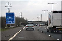 TQ0481 : South Bucks : M25 Motorway by Lewis Clarke